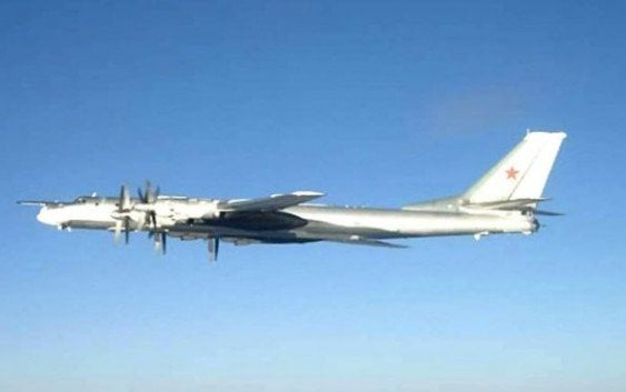 Fuerza aérea británica escolta aviones rusos pasaron cerca de la costa