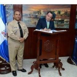 Embajador Chile visita Armada