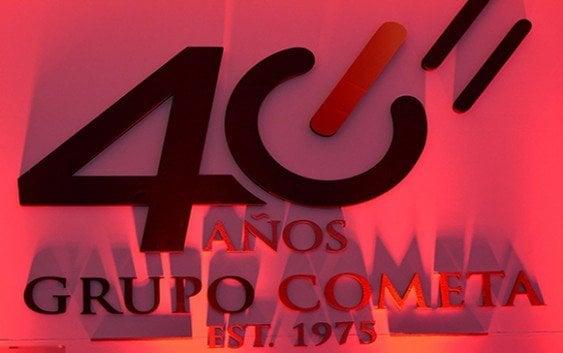 Celebra cuarenta años con clientes y relacionados