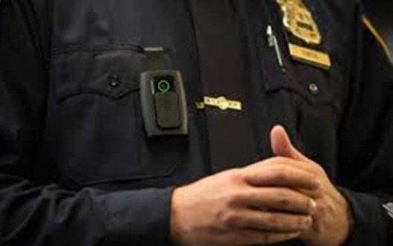 Captan detective de Nueva York robando durante redada