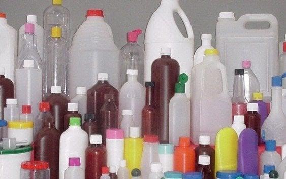 Reitera daños a la salud exponer al Sol botellas plásticas