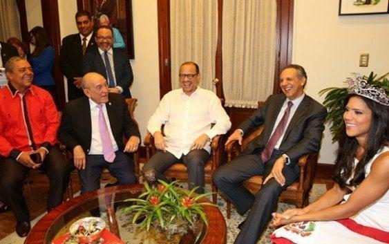 Ministro recibe visita de Nuestra Belleza Latina