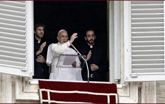 Pontífice dirige bendición dominical con el «Regina Coeli»