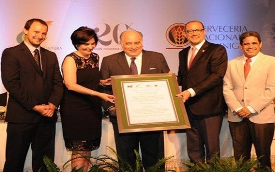Otorgan Premio Nacional Feria del Libro