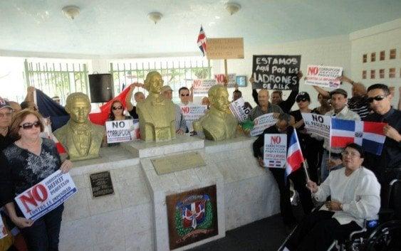 Llaman dominicanos en Miami protestar contra corrupción