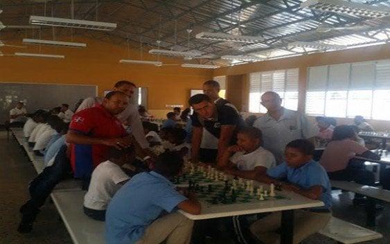 Simultánea de Ajedrez en Escuela Los Alcarrizos