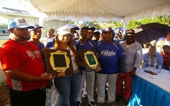 Inaugura estadio deportivo en La Guáyiga
