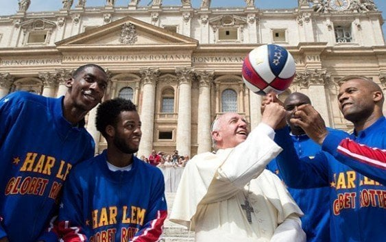 Papa Francisco disfruta presencia 'Trotamundos' de Harlem