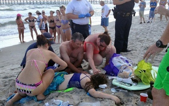 Tiburones amputan brazos dos personas en playa