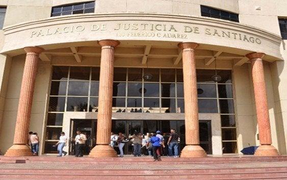 10 años a tres hombres intentaron atracar clínica de Santiago