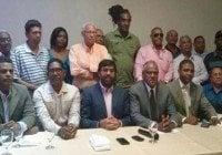Continúa la debacle 17 dirigentes mas del PRD pasan al PRM