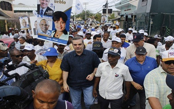 Es burla Medina se reelija en medio de protestas