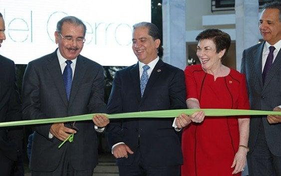 Presidente participa inauguración proyecto inmobiliario