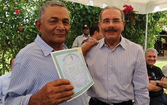 Presidente entregó títulos campesinos Higüey y Hato Mayor