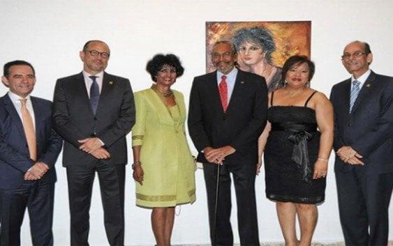 Elsa Núñez recibe Premio Nacional de Artes Plásticas