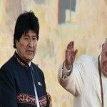 Al arribar a Bolivia Papa llama a cuidar niños, jóvenes y ancianos