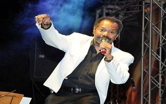 Fausto Rey cantará a los padres en Bar Lucía 203