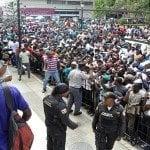 Culpan autoridades caos en entrega carnés haitianos