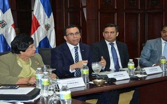 Canciller invita universidades jugar rol defensa del país