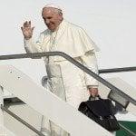 Correa recibe al Papa con política y Francisco responde con doctrina