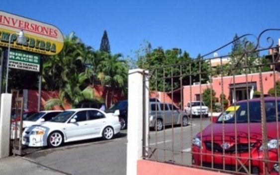 Asaltan agencia-financiera de vehículos; vigilante herido gravemente
