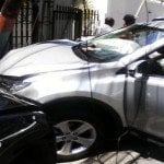 Peste incontrolable; Delincuentes atracan señora y provocan accidente