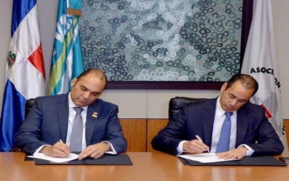 Banreservas firma acuerdo de cooperación con ADOEXPO