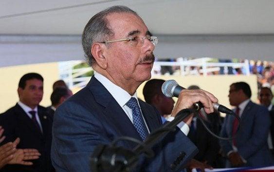 Presidente anuncia construcción carretera Yaguate-La Sierra