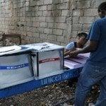 Con varios centros violados transcurren elecciones haitianas