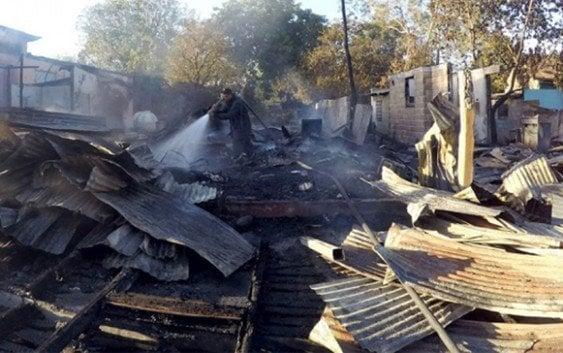 Incendio destruye local PTD y viviendas en Azua