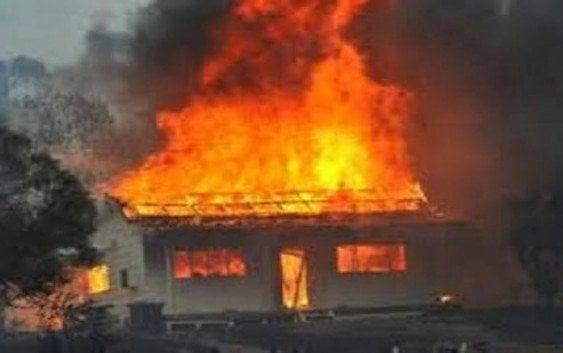 Dos niños mueren al incendiarse su vivienda
