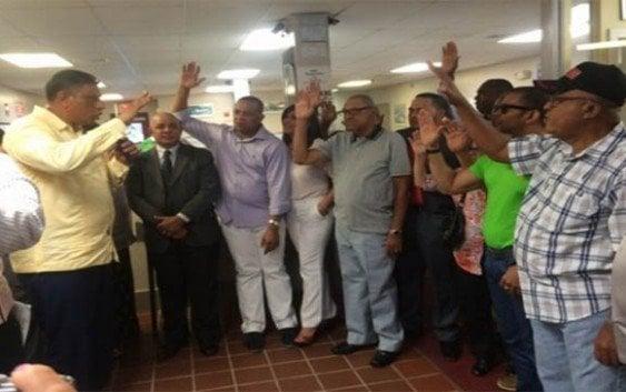 Alrededor de 200 peledeistas renuncian para apoyar a Luis Abinader