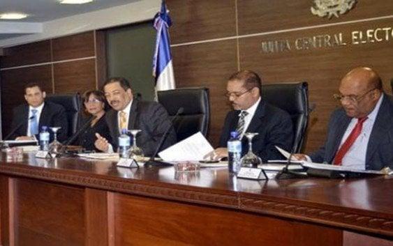 Reduce diputados en 9 provincias y aprueba sistema de votación