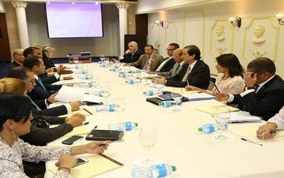 Ministro Presidencia se reúne con comisión