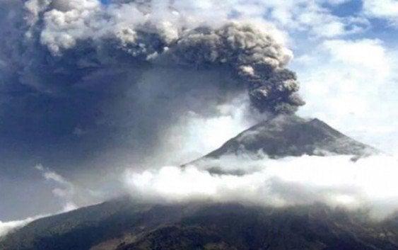 Ecuador dispone evacuación y Estado de Excepción por volcán Cotopaxi