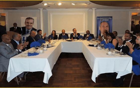 Luis Abinader juramenta peledeístas indignados; Seguro ganará con 55%