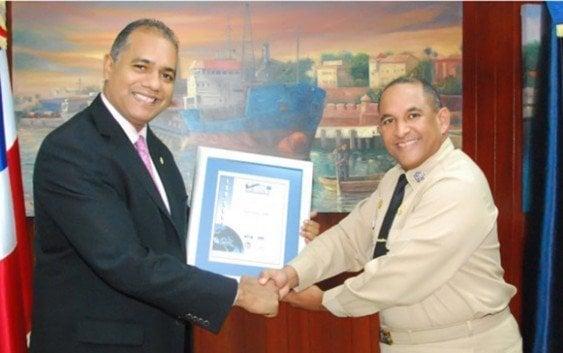 La Armada recibe certificado de la norma ISO-9001:2008