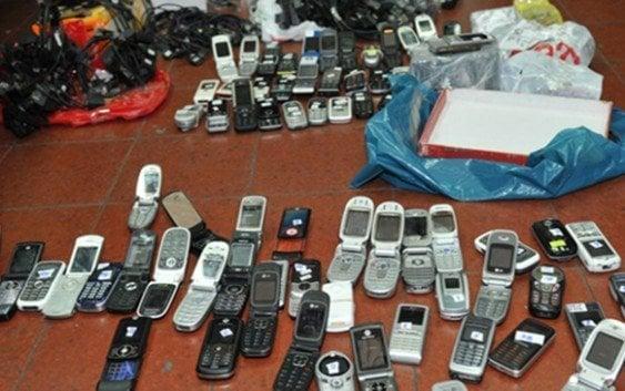 Allanan dos establecimientos venta teléfonos móviles