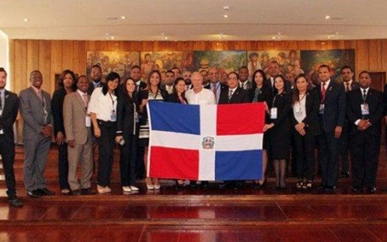 Dominicanos observan elecciones generales de Guatemala