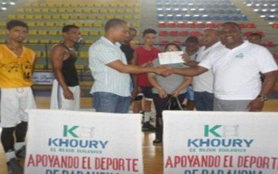 Khoury hace aporte al Comité de Baloncesto Superior