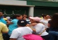 María Corina Machado llega a concentración por los presos políticos.