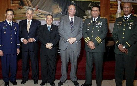 Ministerio Defensa realiza conferencia medicina militar