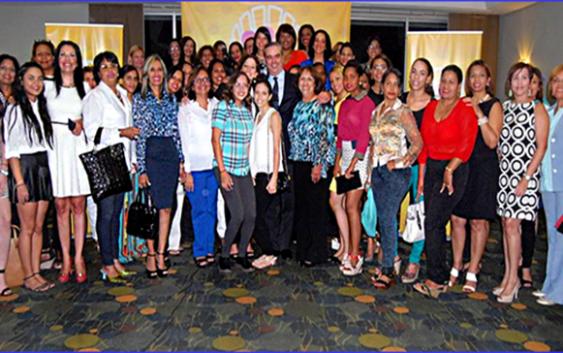 Mujeres profesionales proclaman respaldo Luis Abinader