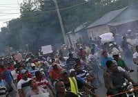 Pedernales marcha a favor reabran Mina Bauxita