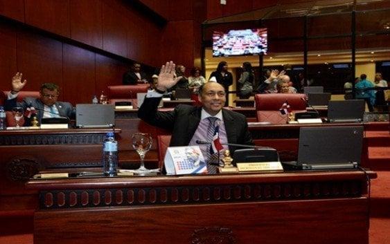 Senado aprueba resolución reconocimiento embajador Taiwán