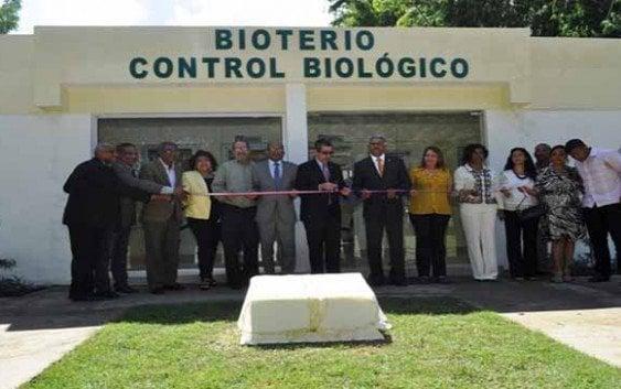 UASD inaugura laboratorio control de plagas