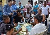 Canciller Navarro encabeza operativo combatir dengue Los Girasoles