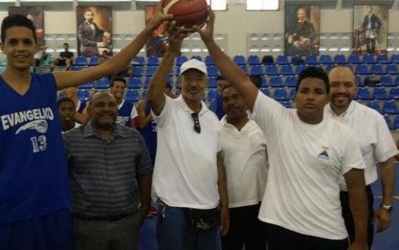 Evangélico Central y Hora de Dios vencen inicio basket Liga Intercolegial