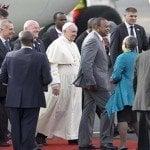 Papa Francisco recibido por autoridades civiles y religiosas en Kenya