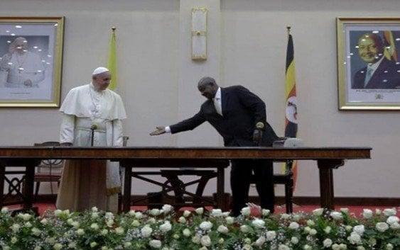 Papa en Uganda llama promover buen gobierno y participación en la vida pública